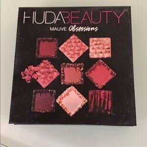 Huda Beauty Mauve Obsession eyeshadow palette
